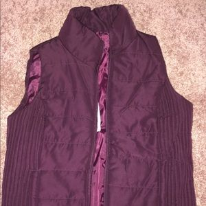 3/ $15 NWT MAROON QUILTED VEST NEW YORK & COMPANY